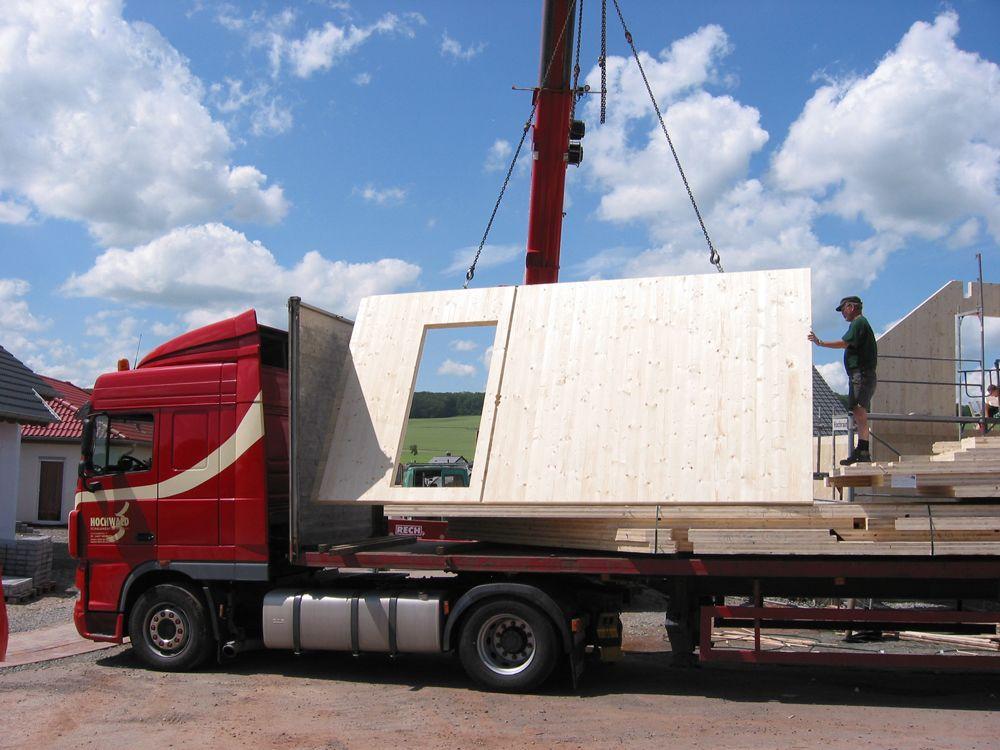 Wirtschaftlich und schnell bauen durch vorgefertigte Holz-Elemente