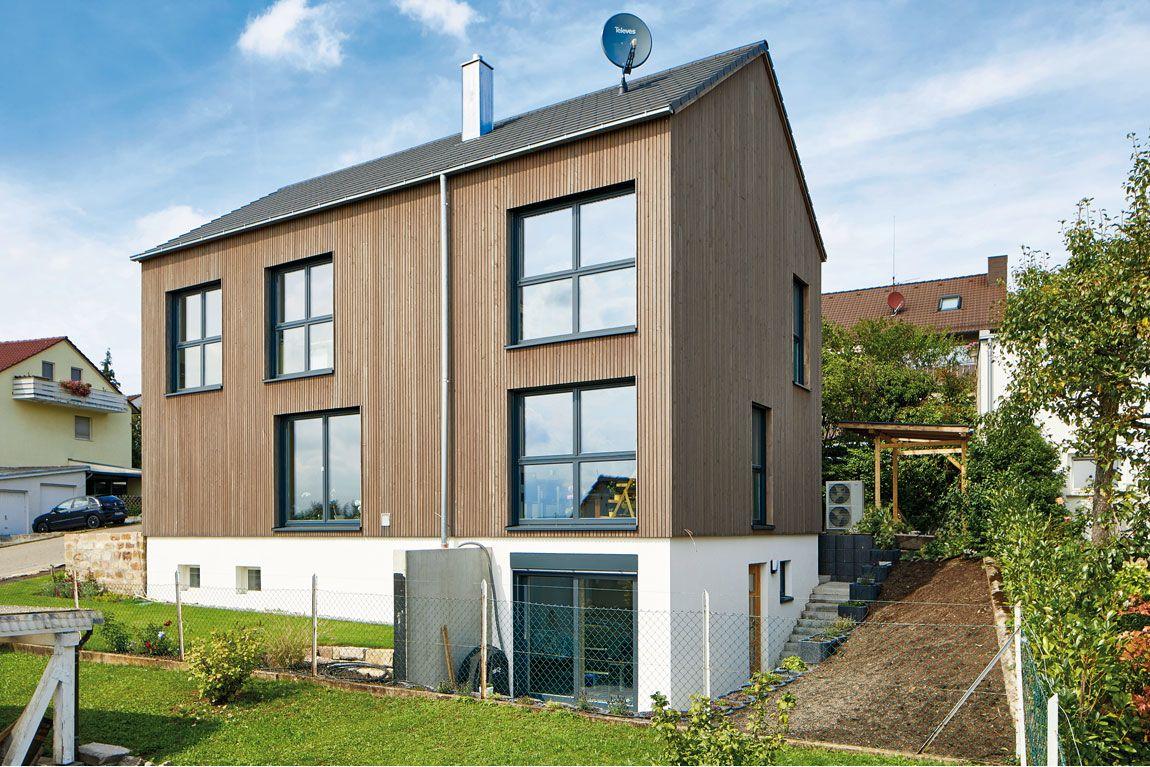 Holzhaus in Massivbauweise mit Holzverschalung gebaut von Rems-Murr-Holzhaus