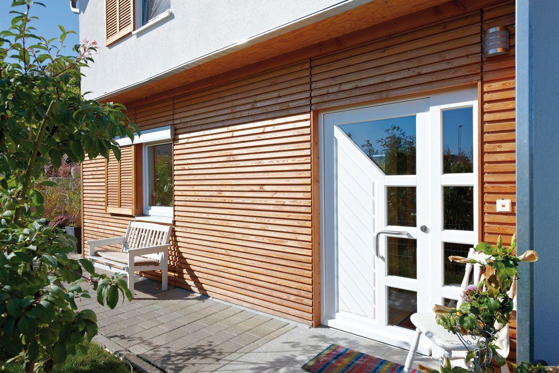 Doppelhaus mit Holzverschalung von Rems-Murr-Holzhaus