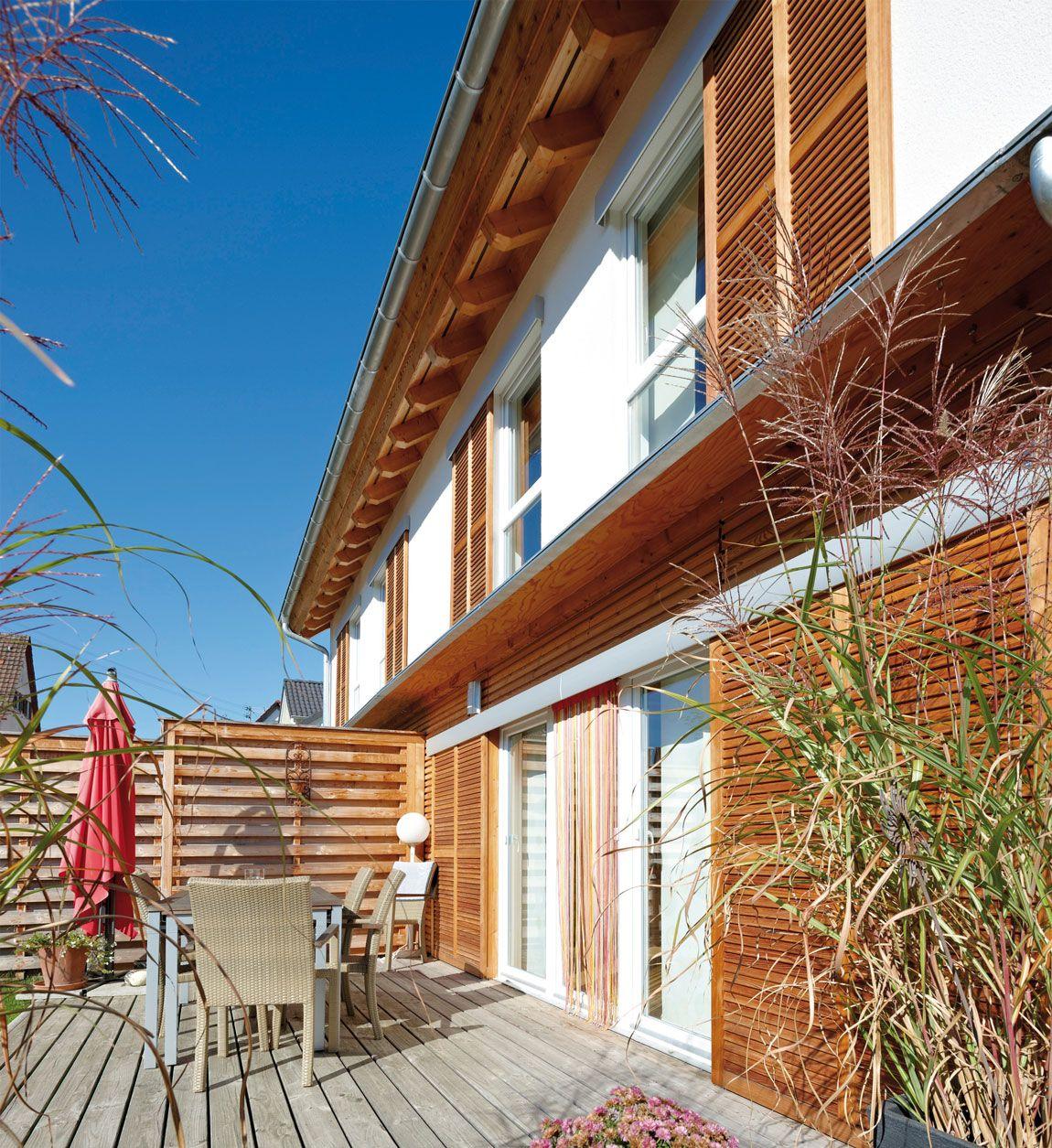 Großzügiges Doppelhaus mit Terrasse gebaut mit der Holzmauer