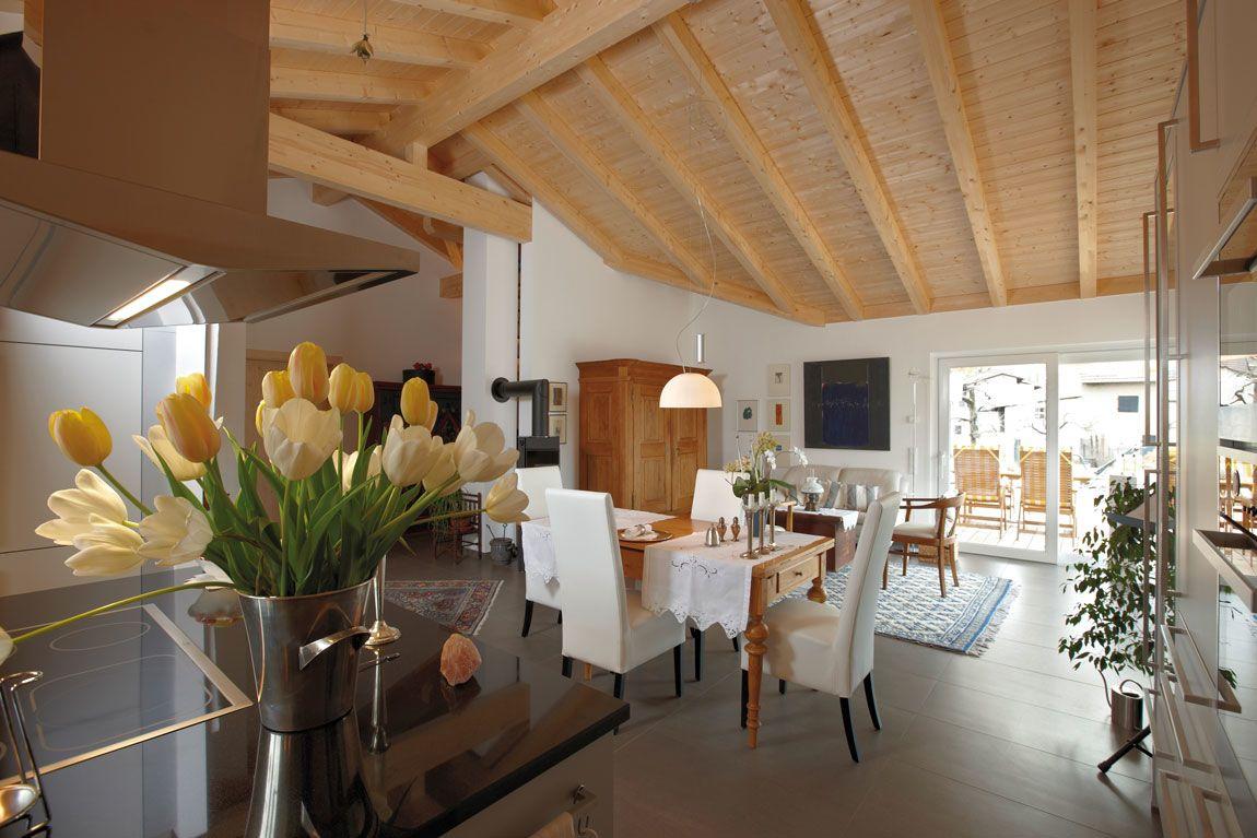 Wohnzimmer/Esszimmer im Holzhaus