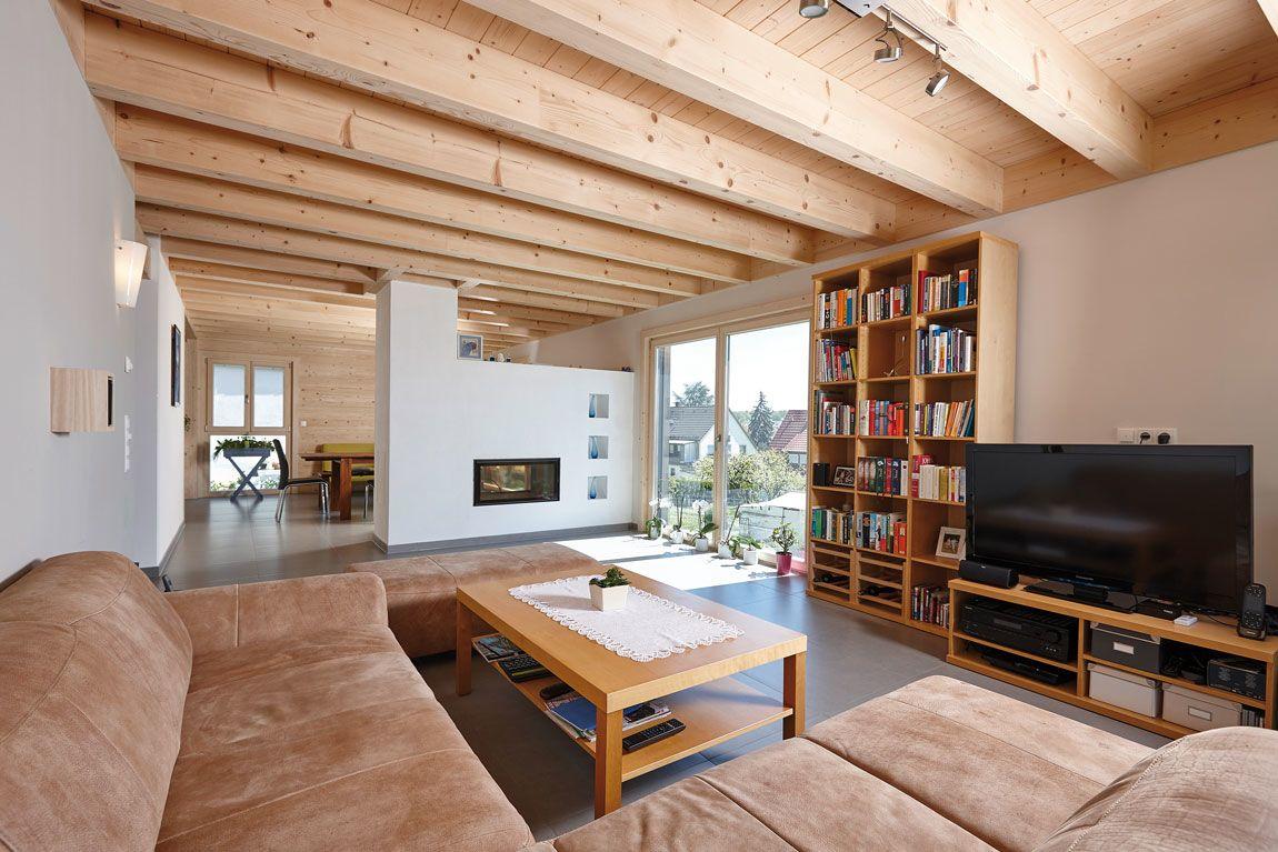 Wohnbereich eines Holzhauses in Massivbauweise gebaut mit der Holzmauer