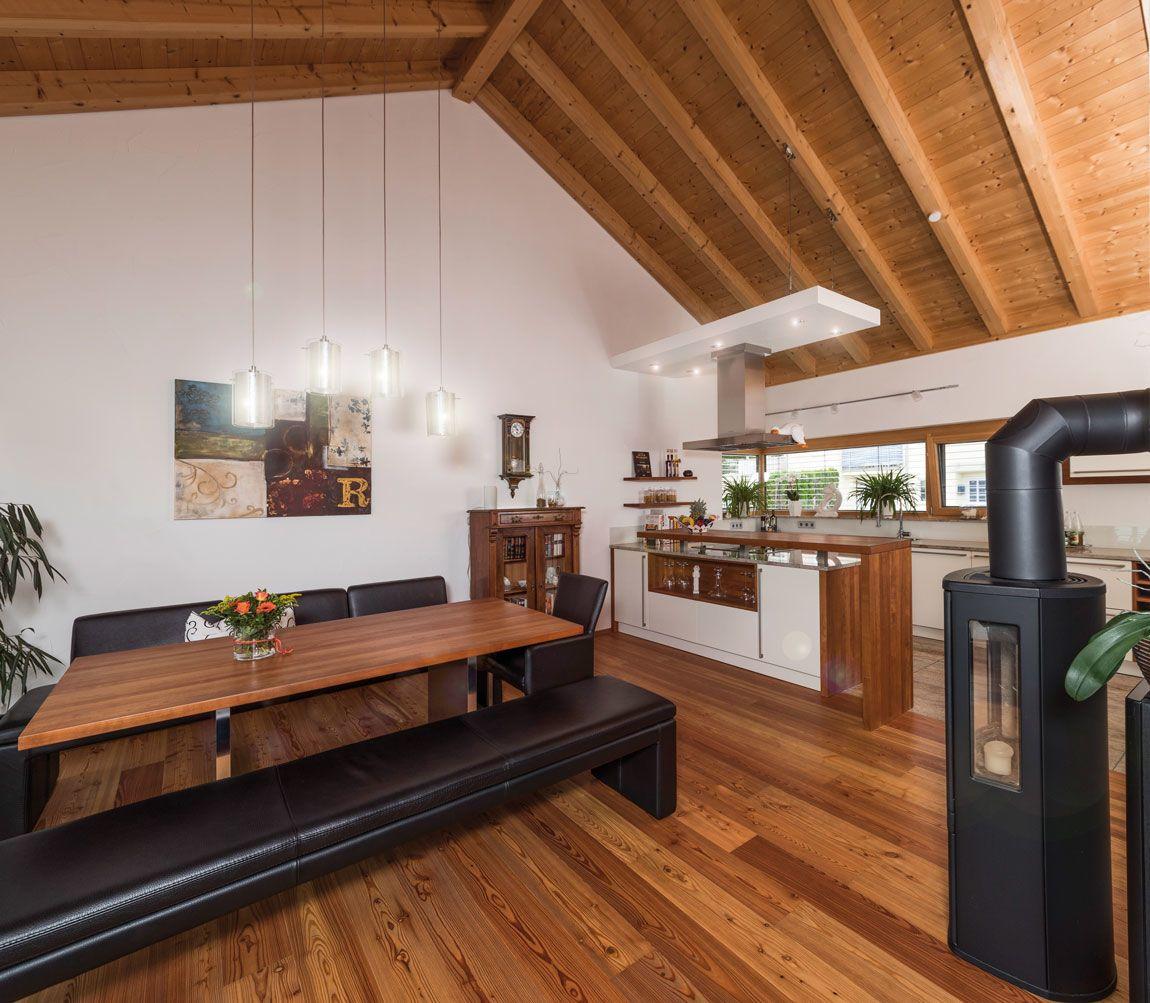 Wohnbereich eines Holzmassivhauses, ökologisch gebaut mit der Holzmauer