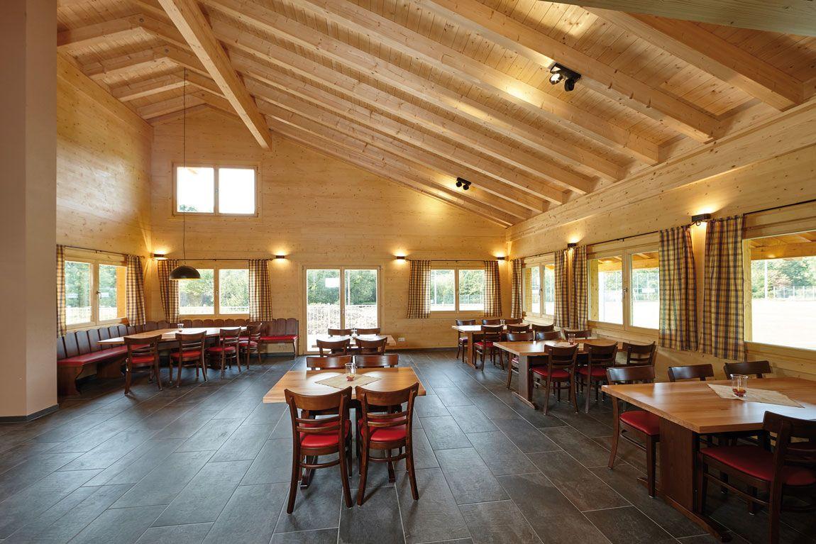 Innenansicht eines Gewerbebaus/Vereinsheims gebaut aus Holz